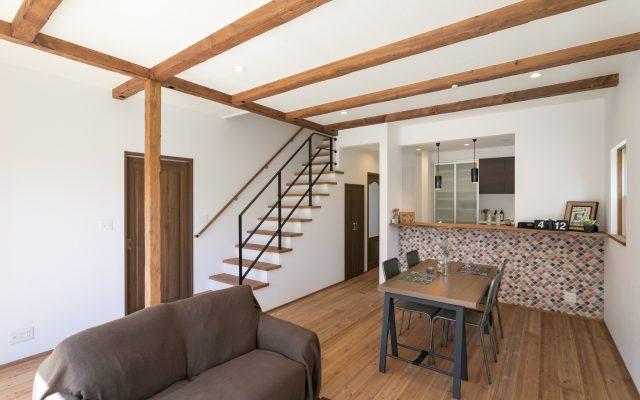 「カッコいい!」と「かわいい!」の融合♪お仕事グッズもしっかり収納できるお家。