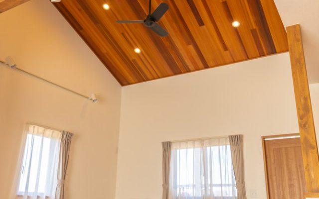 ダイニングの勾配天井がかっこいいお家