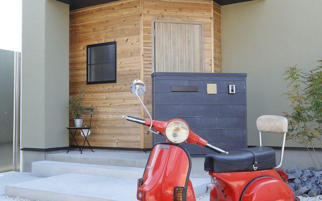 オリーブ色の外壁が素敵なお家